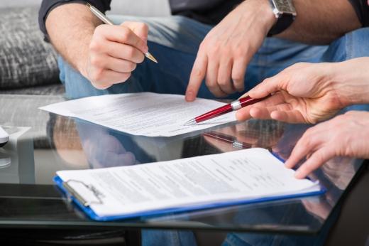 Igazságügyi szakértő Kirendelők lehetnek az igazságszolgáltatás és a bűnüldözés szervei.  A kirendelő végzésnek tartalmaznia kell a kirendelés tárgyát, a szakértő felé feltenni kívánt pontos kérdéseket, a szakértő rendelkezésére álló határidőt, háttér információkat…